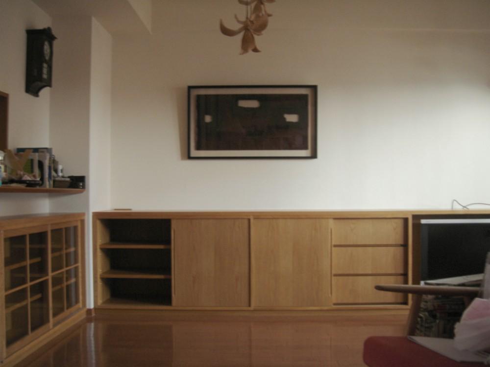 ナラの引き戸のあるリビングボードとテレビボード