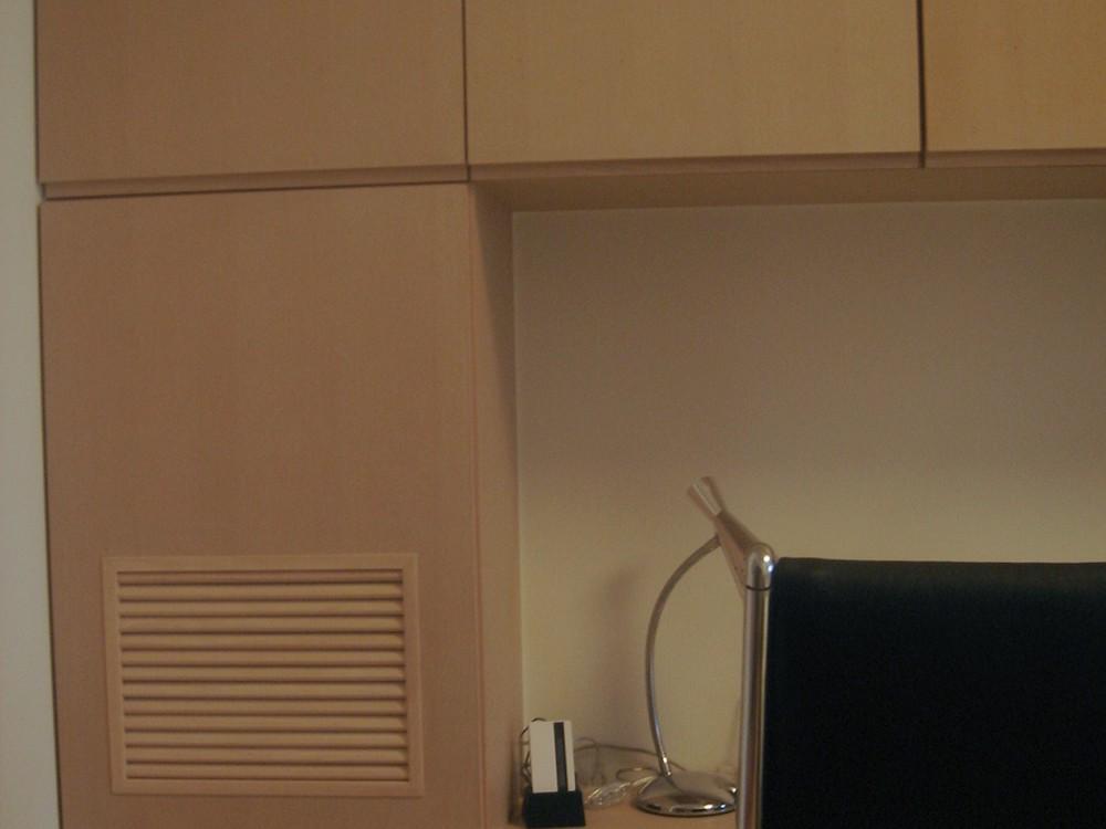 ブナの壁面収納とデスク