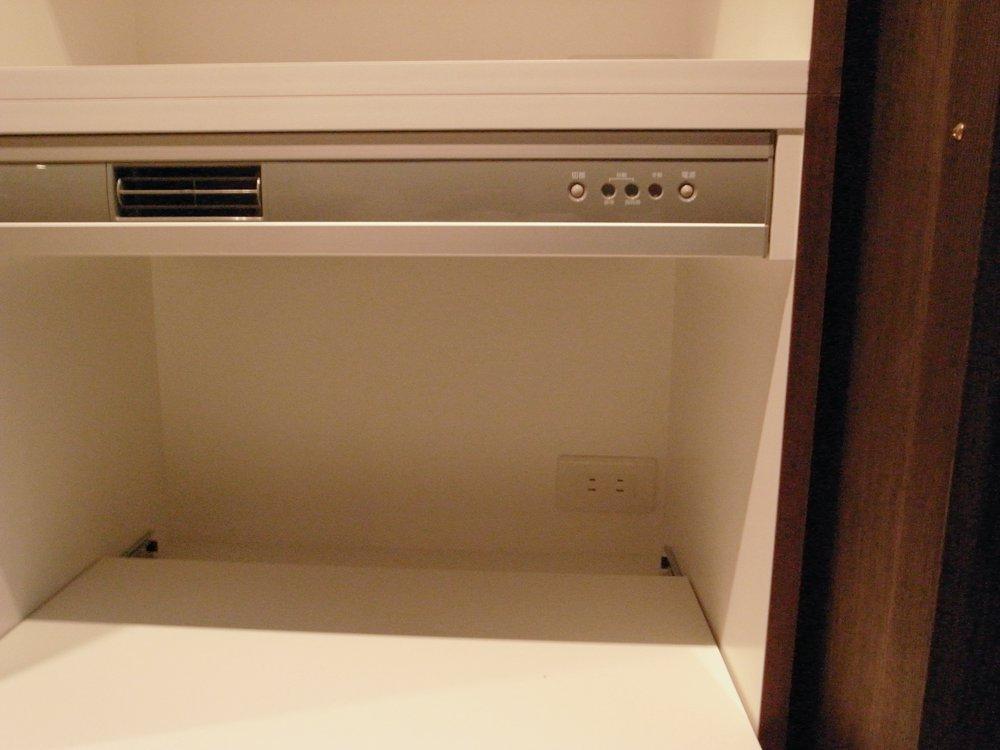 蒸気排出ユニットのある食器棚