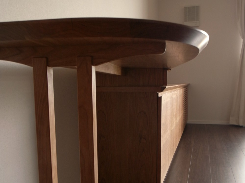 ミッドセンチュリーテイストのチェリーの家具