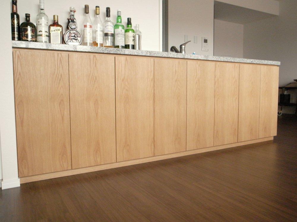 ミッドセンチュリーテイストのタモホワイトの家具