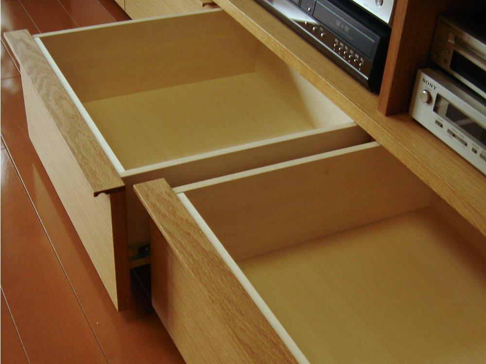 ナラの多機能テレビボード