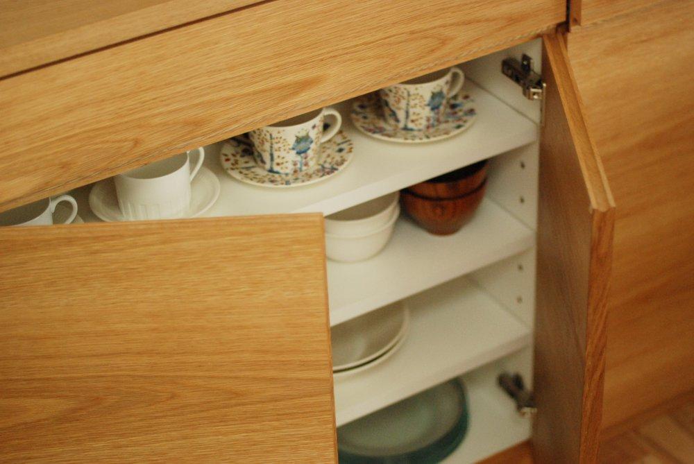 ホワイトEP塗装とナラとステンレスを組み合わせたキッチン