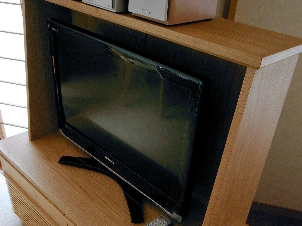 格子扉のあるナラのオーダーテレビボード