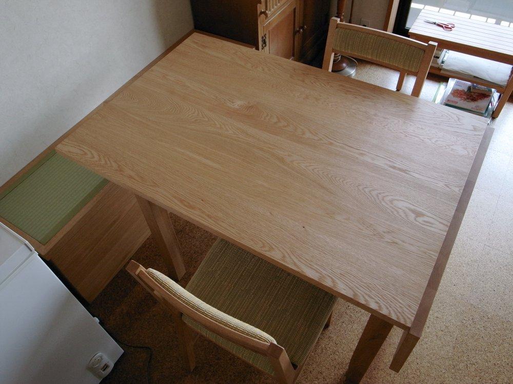 ナラの伸長式オーダーテーブルとダイニングチェア