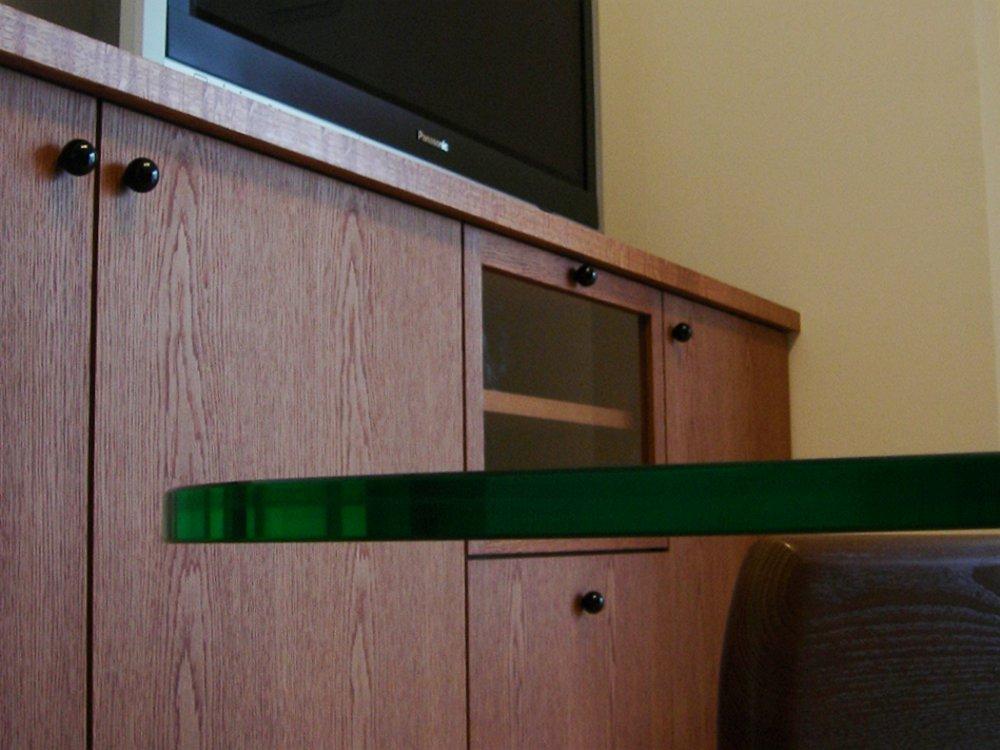ナラ板目のモダンなテレビボードデスク