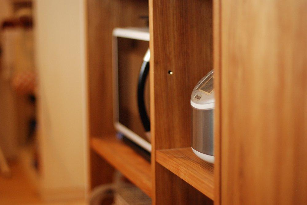 クルミのI型キッチンとアイランドカウンター
