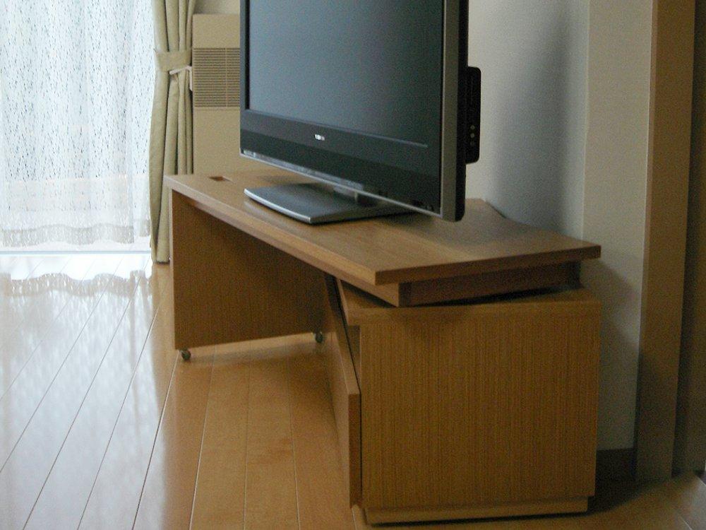 天板が動くテレビボードとソファサイドボード