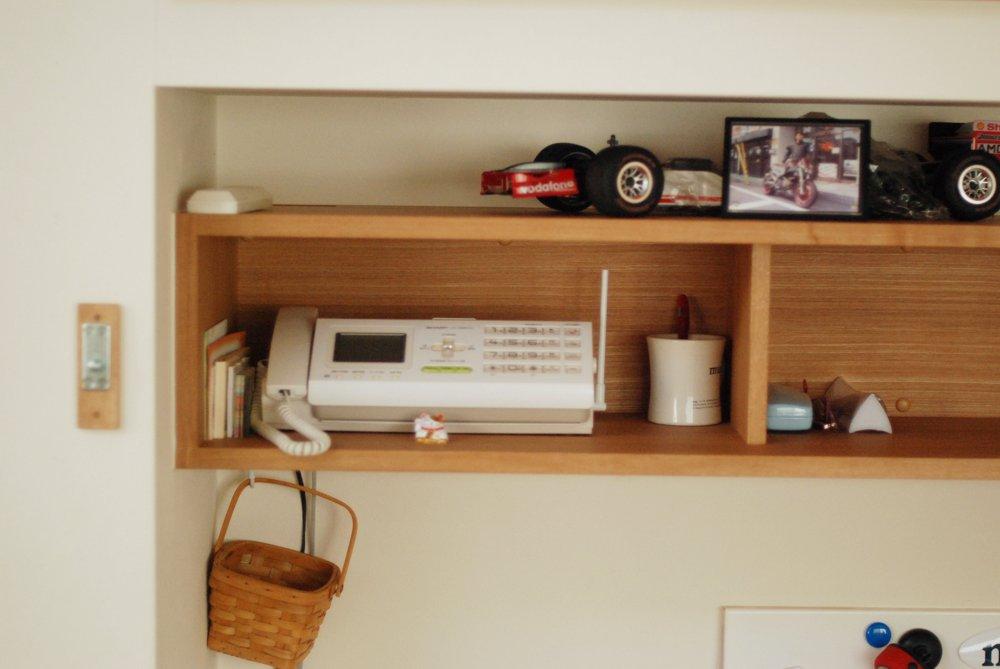 デスクが、ホワイトボードに早変わりの変わったオーダー家具