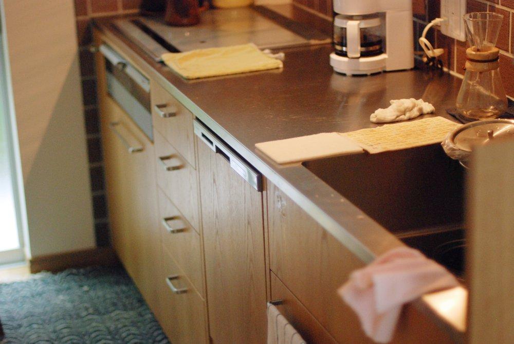 ナラ板目のレトロ調オーダーキッチン