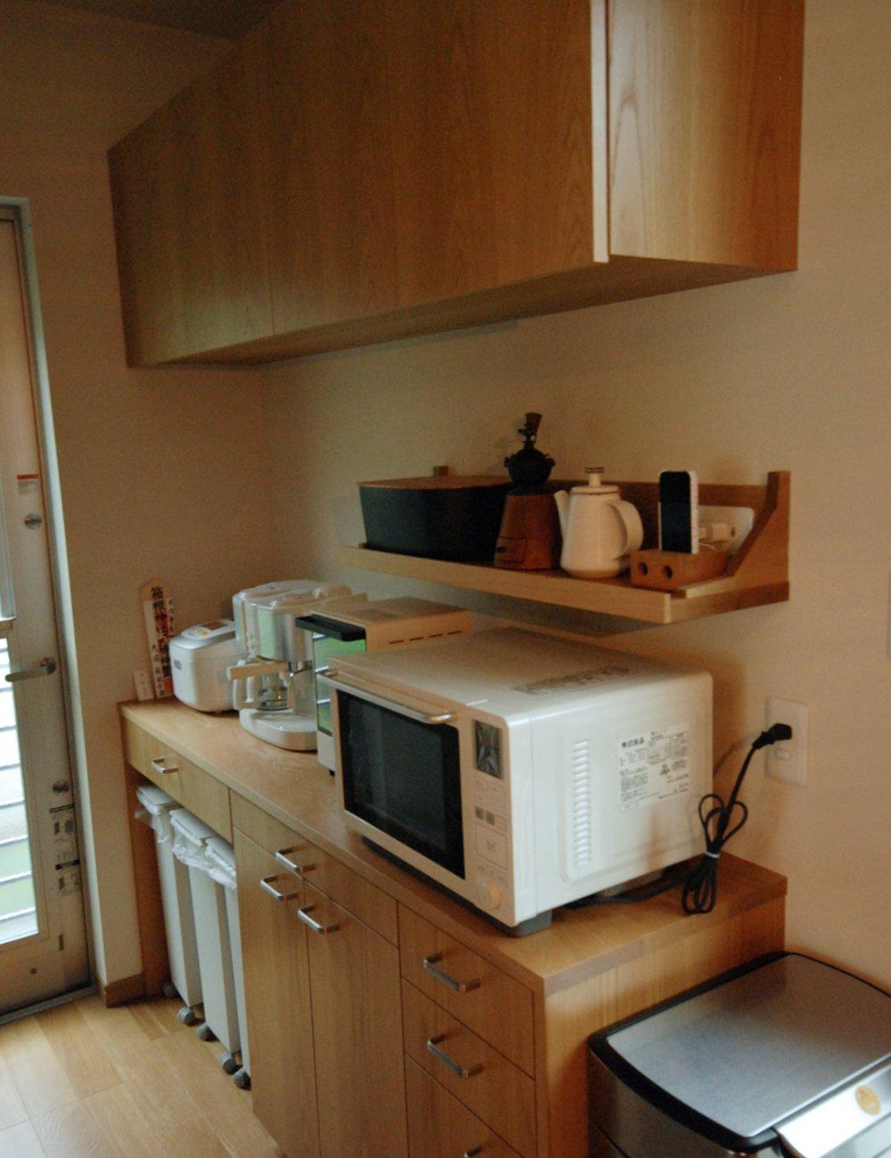 ナラ板目のセパレート食器棚