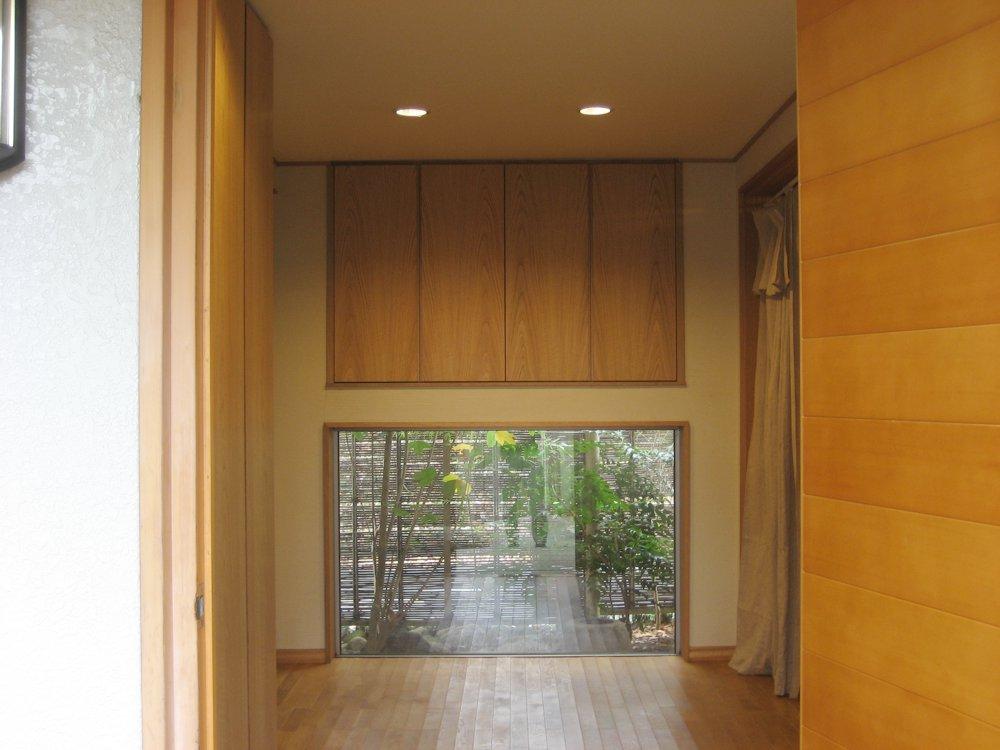 ナラ板目の玄関収納