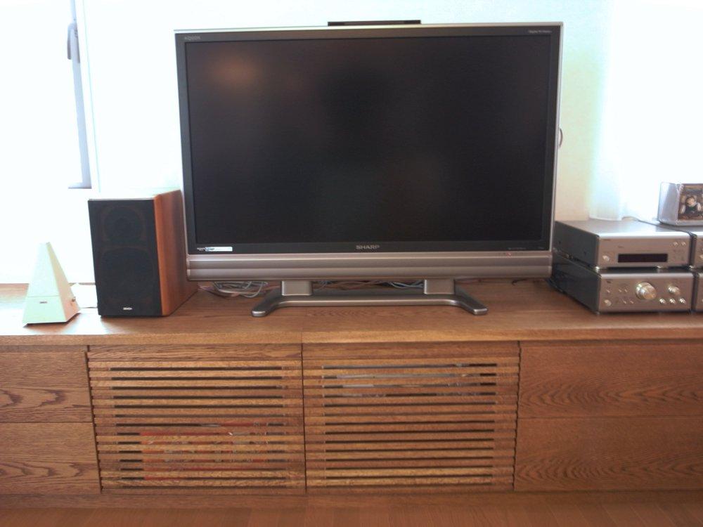 ナラ板目のリビングテレビボード