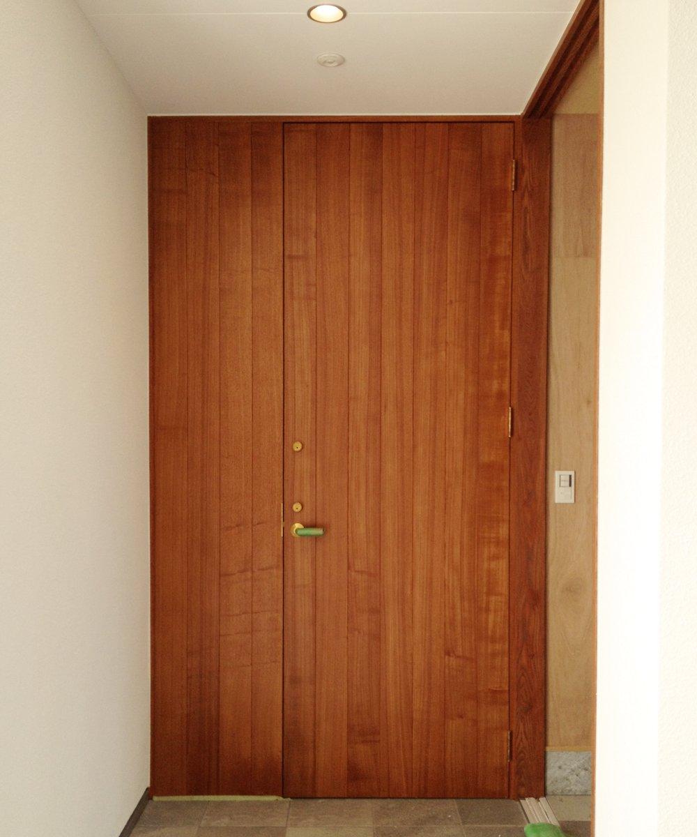 タモ柾目のオーダー玄関ドア
