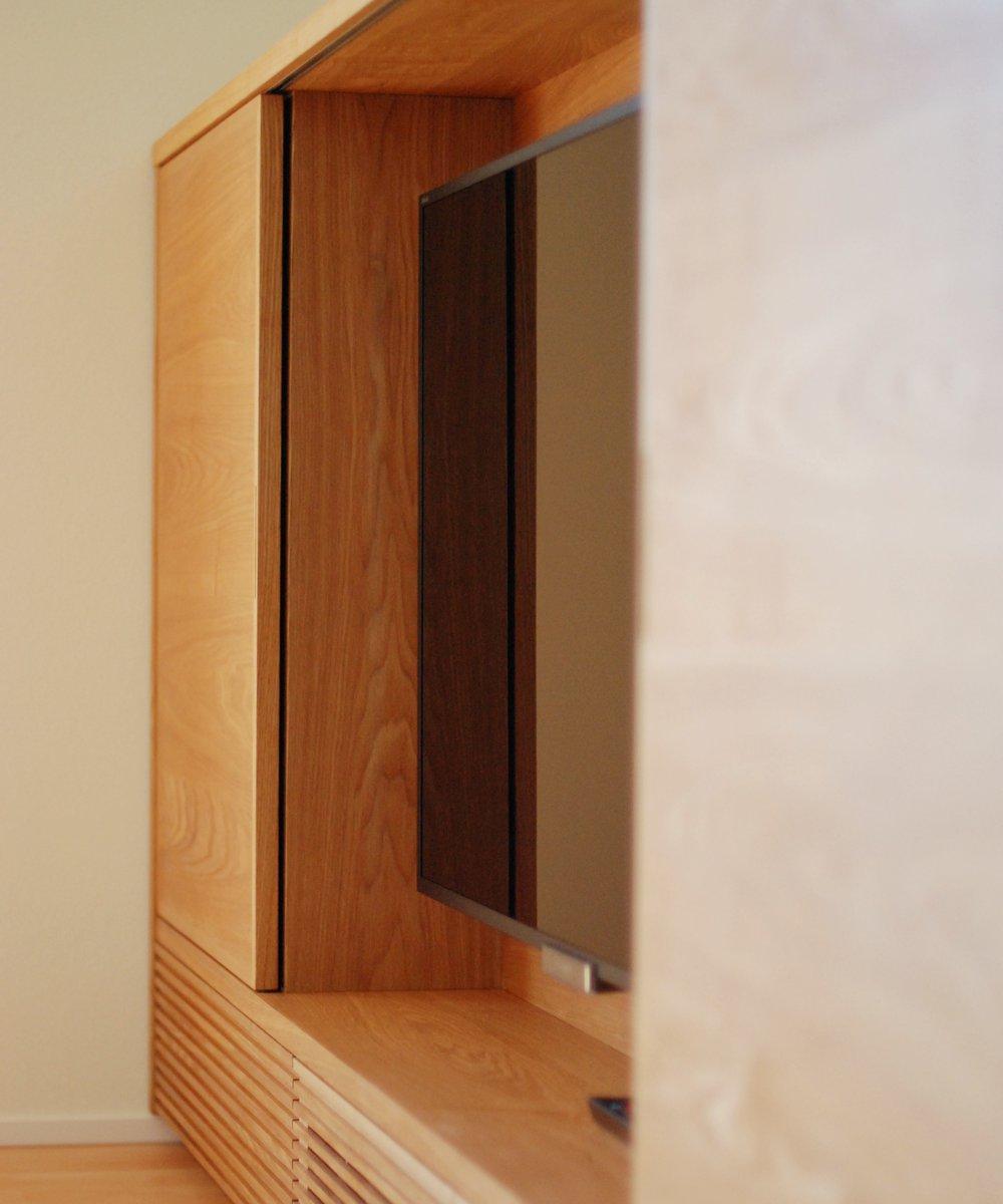 タモ板目のテレビが隠せるテレビボード