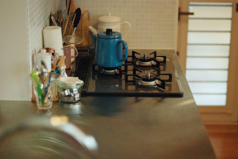 ケーキ職人さんのナラとステンレスのペニンシュラキッチン