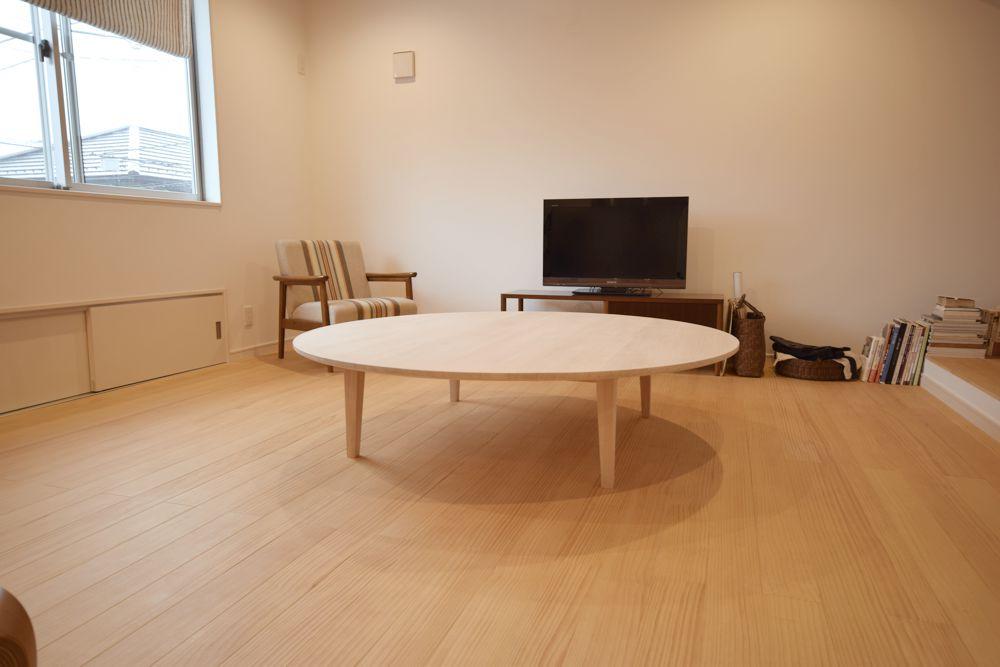 直径1500mmのツガの丸テーブル