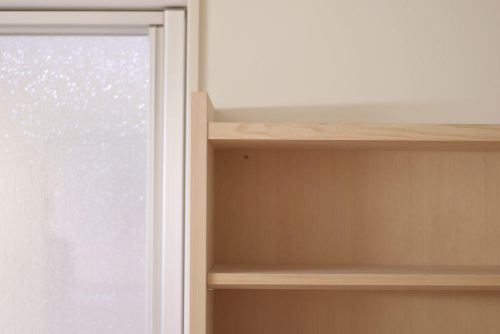 ツガのオープン食器棚