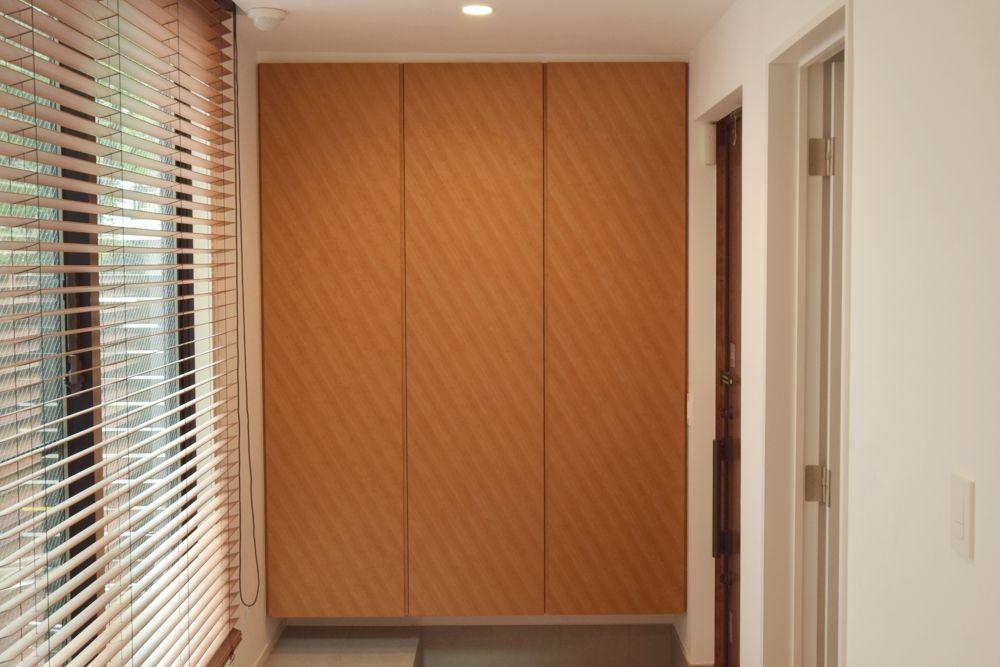 特注チェリー突板を使った玄関収納