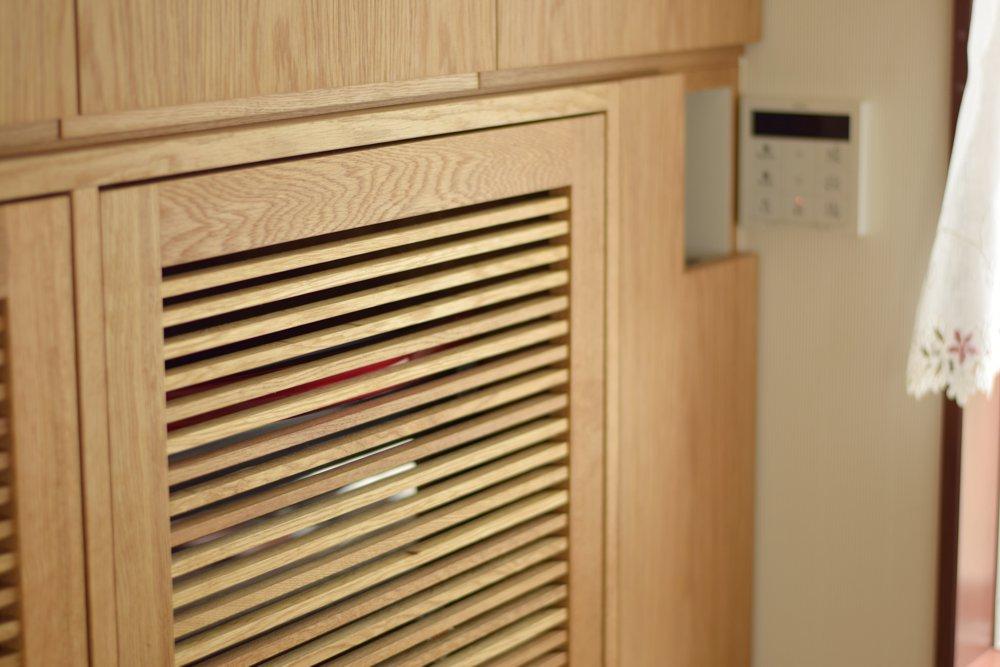 家電収納のオークの格子扉