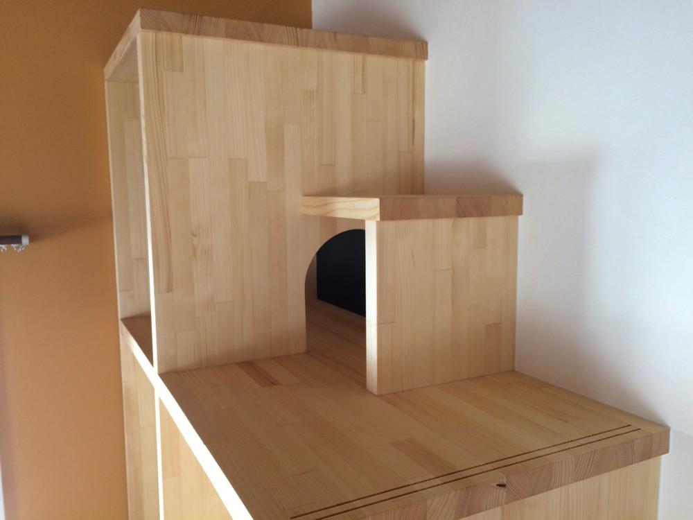 ロフトに上がるためのネコ階段