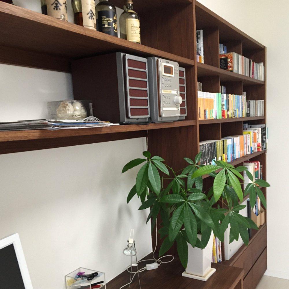 ブラックウォールナットのデスクと本棚