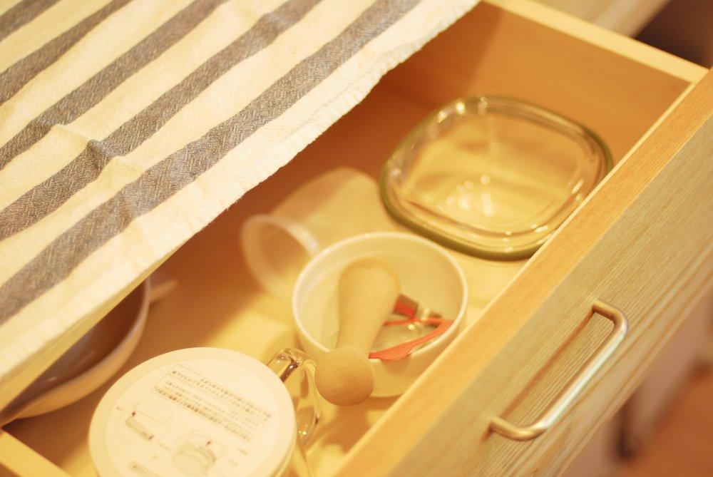 タモとステンレスのセパレート食器棚