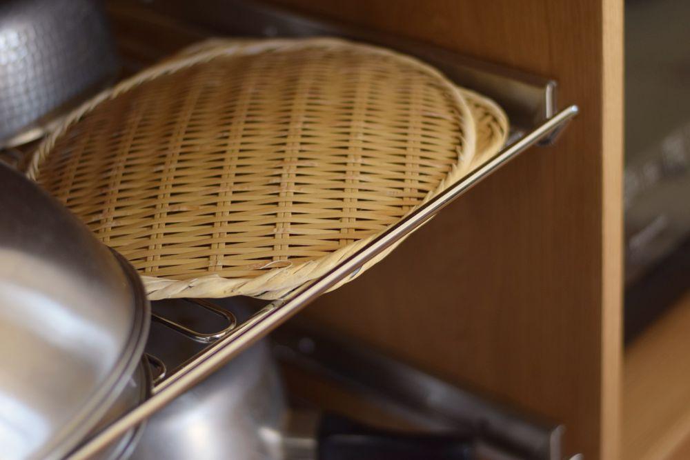オーダーキッチンでよく使うスライドワイヤーシェルフ