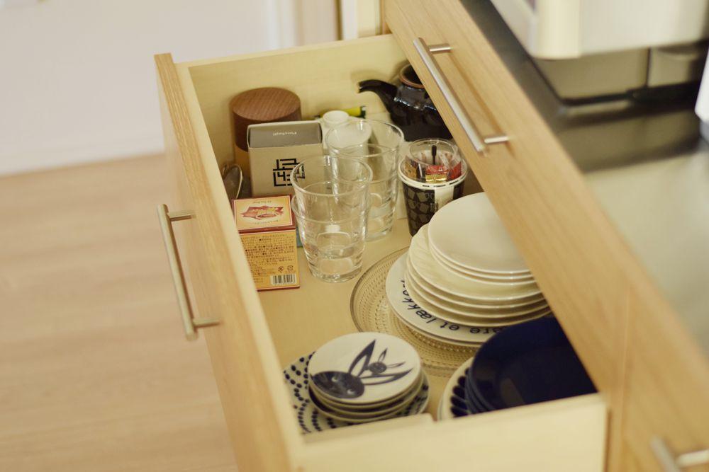 マンションのキッチンを有効に使えるような食器棚の提案