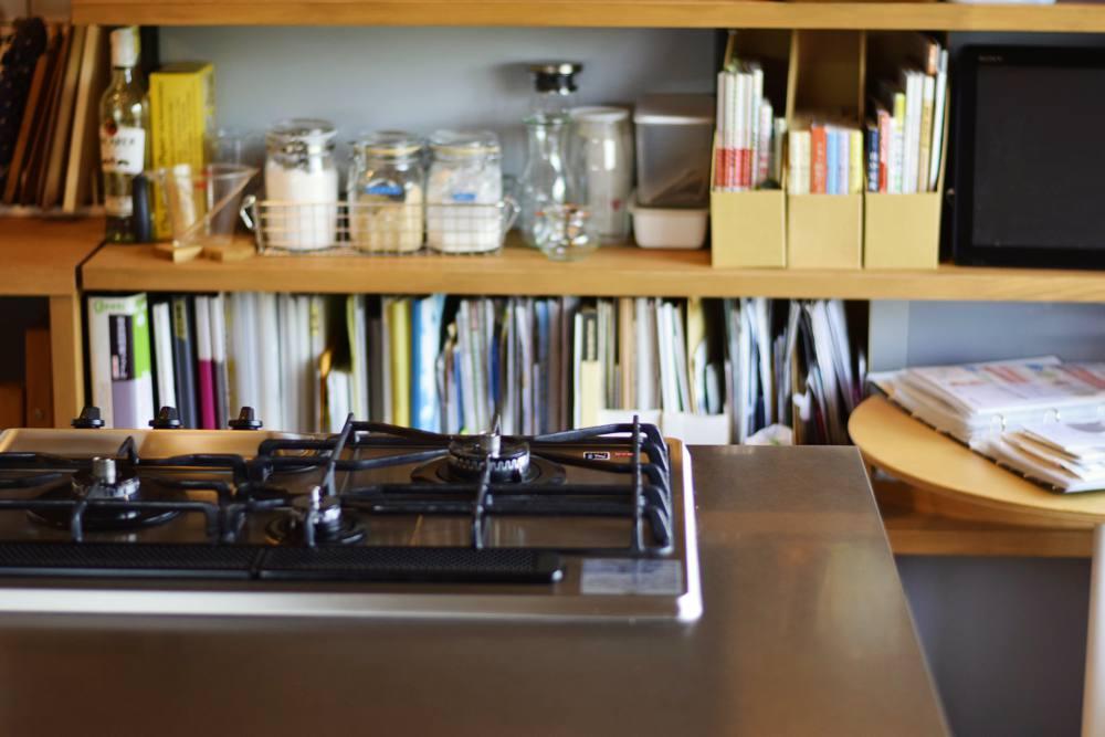 ステンレスバイブレーションとオークを使ったアイランドキッチン