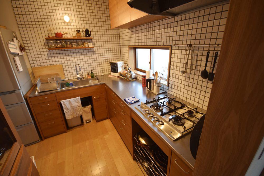 アメリカンチェリーのL型キッチン