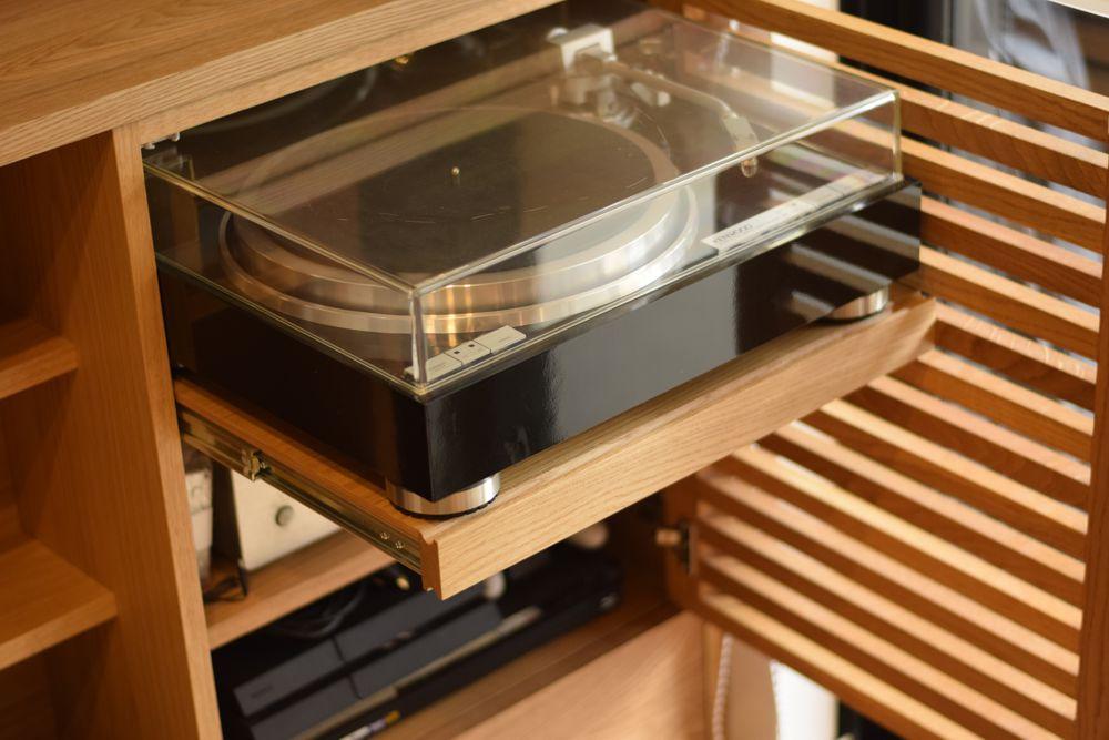 レコードプレイヤーを置くスライドテーブル