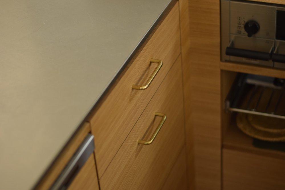 堀商店さんの真鍮磨き仕上げハンドル