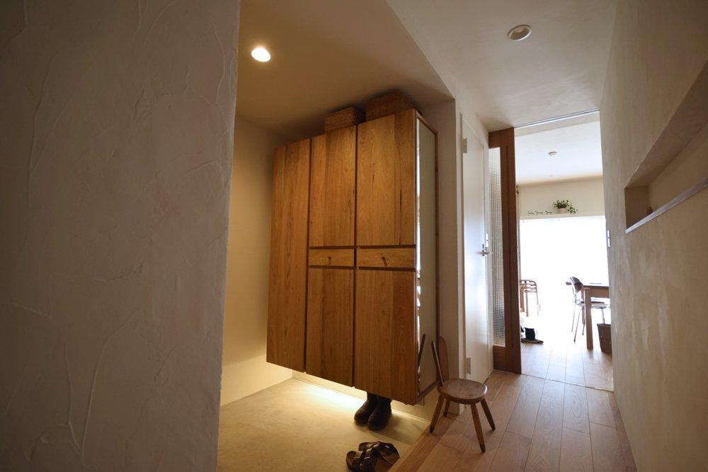 クルミのミラー付き玄関収納