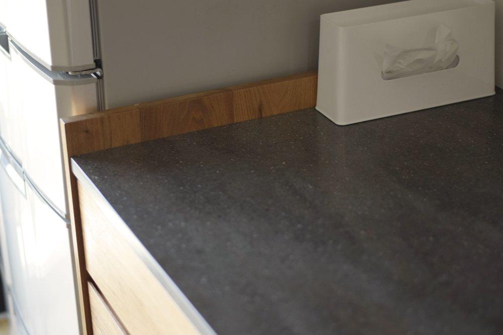 クルミ無垢材のキッチンサイドガード