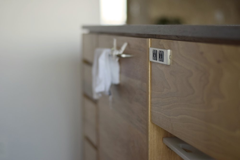 ステンレスの家具コンセント
