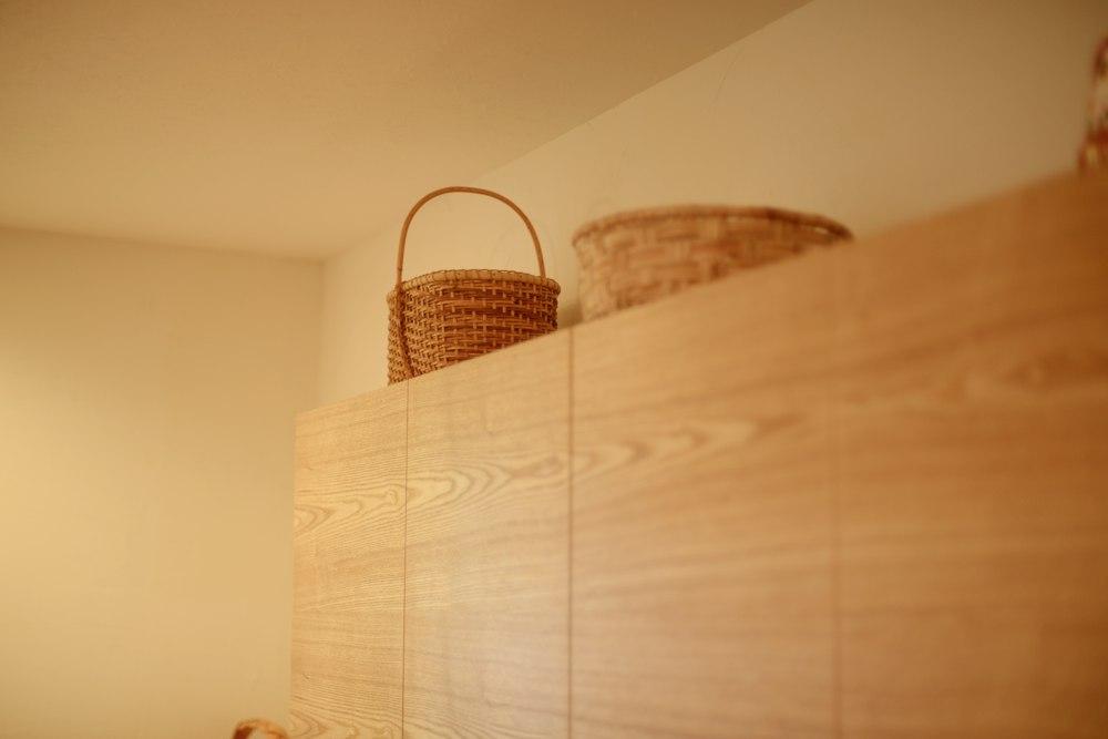 吊戸棚は天井までのスペースを開けて