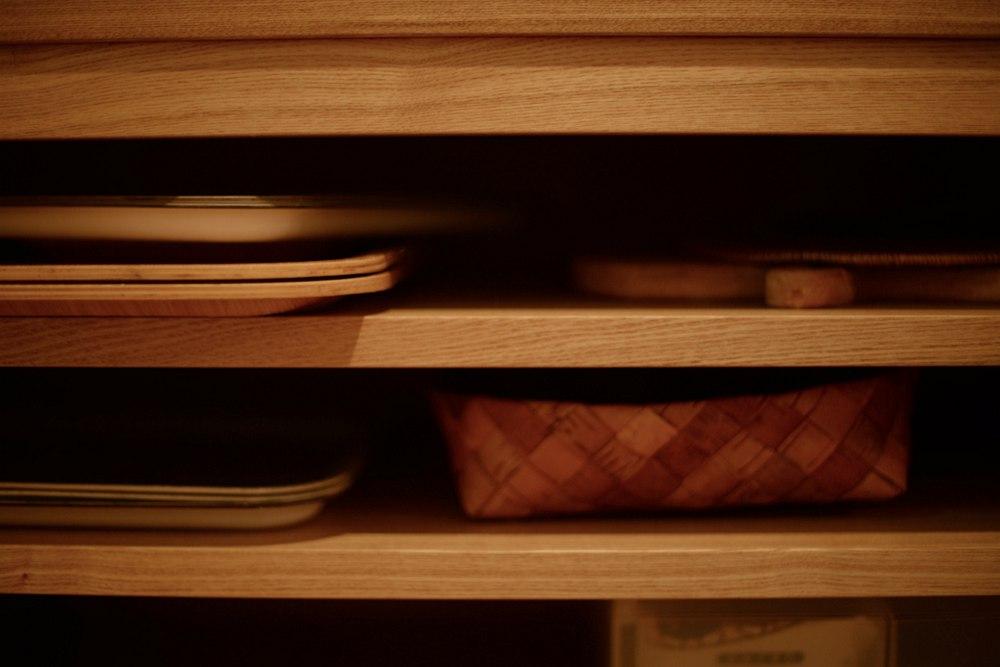 お盆やトレー、オーブンの天板を置くスペース