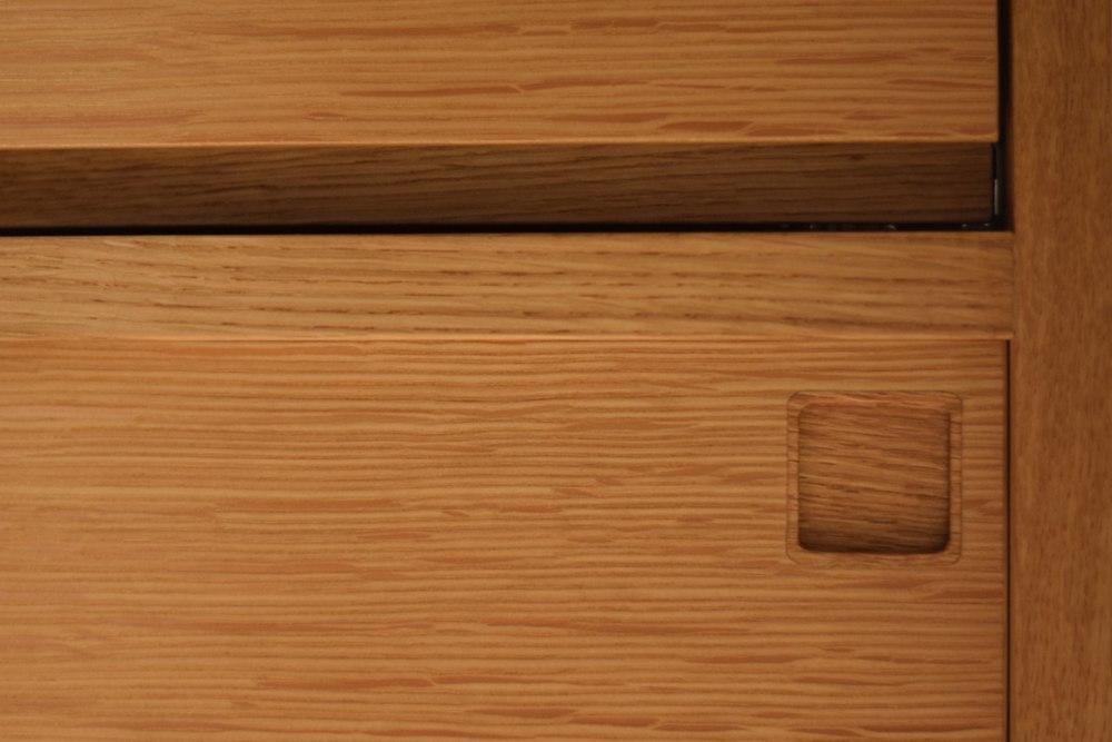 ナラ柾目の食器棚