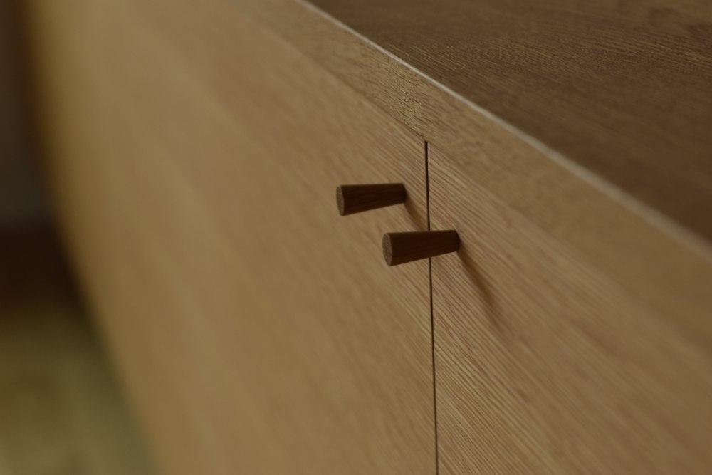 ナラ柾目のテレビボード
