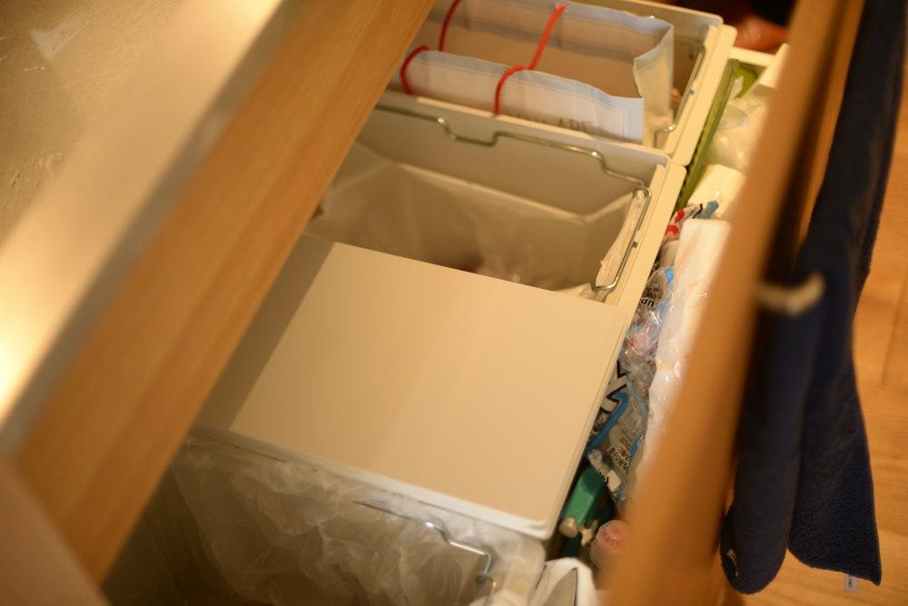 シンク下の引き出しはゴミ箱収納