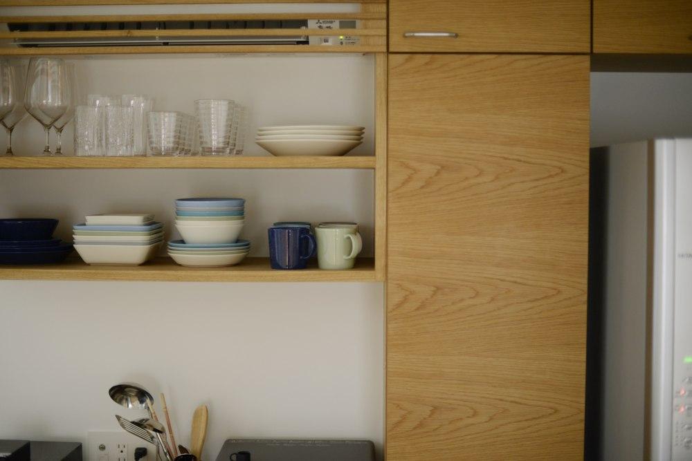 ナラ板目の食器棚