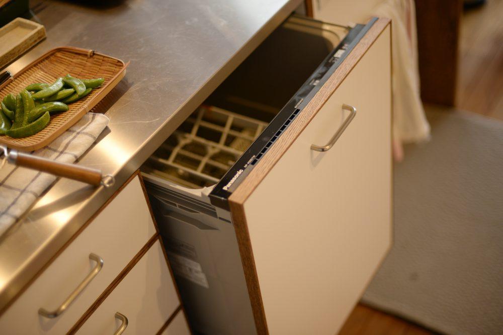 食器洗い乾燥機の面材もキッチンに合わせる