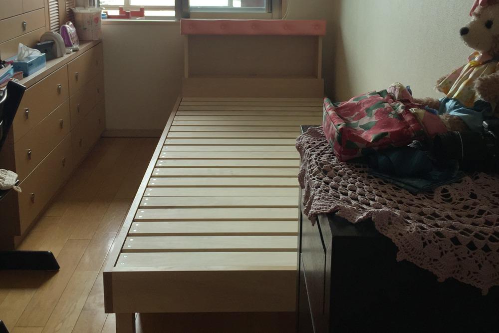 ブナのベッドフレーム