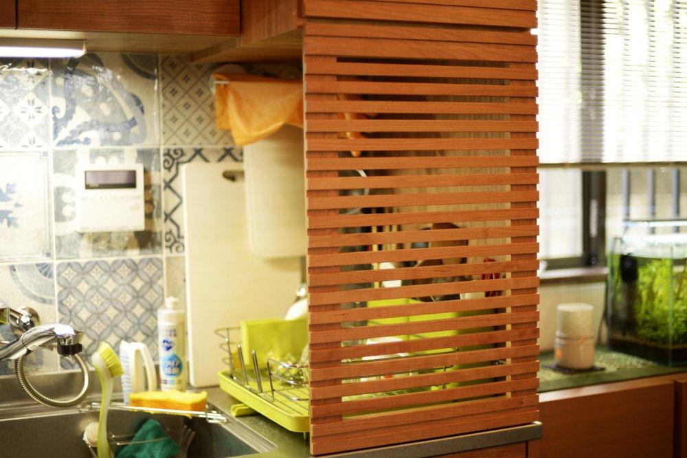 ステンレスバイブレーションカウンターとチェリー材を使ったL型キッチン
