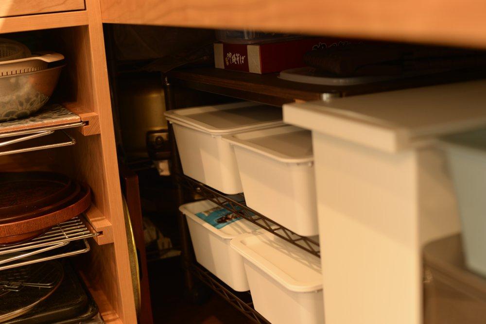 L型キッチンの角の部分の収納の工夫