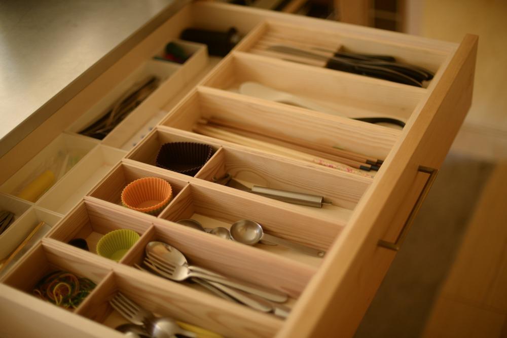 スギ材とマツ材で作った木製カトラリーケース