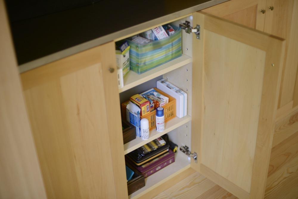 キッチンのリビング側収納部の様子