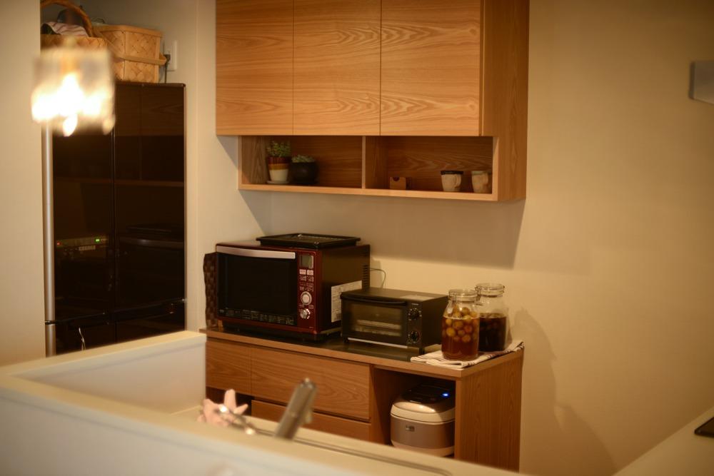 ステンレストップとタモ板目材を使った食器棚