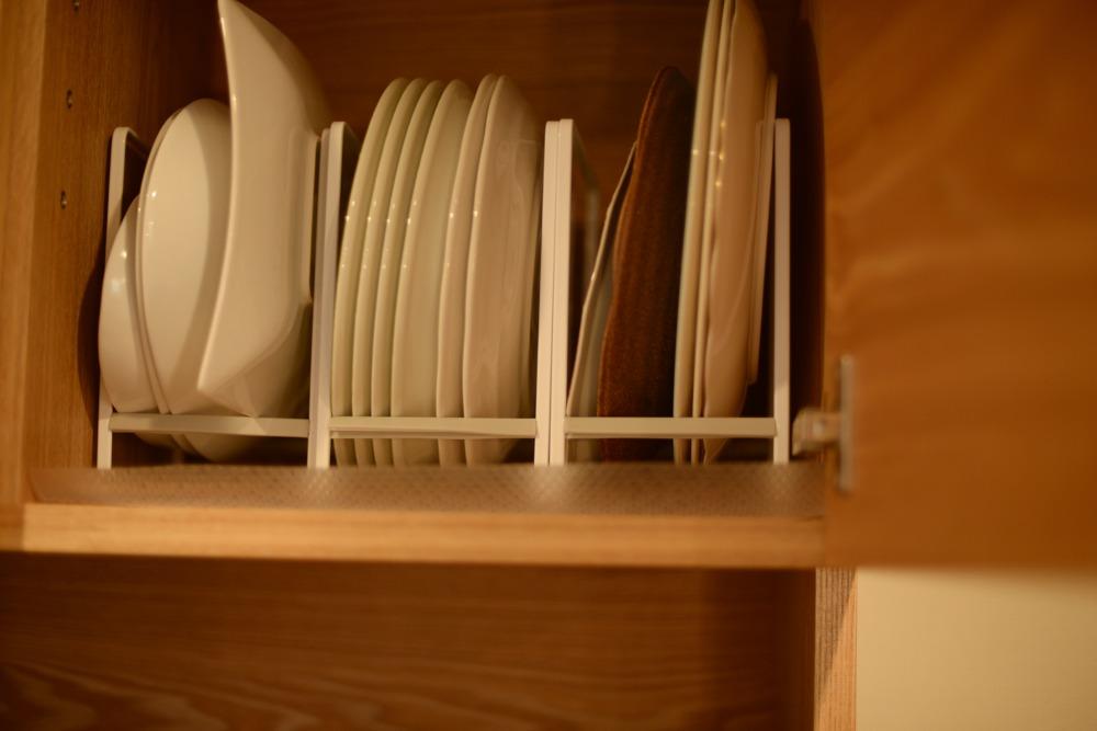 食器吊戸棚内部の様子